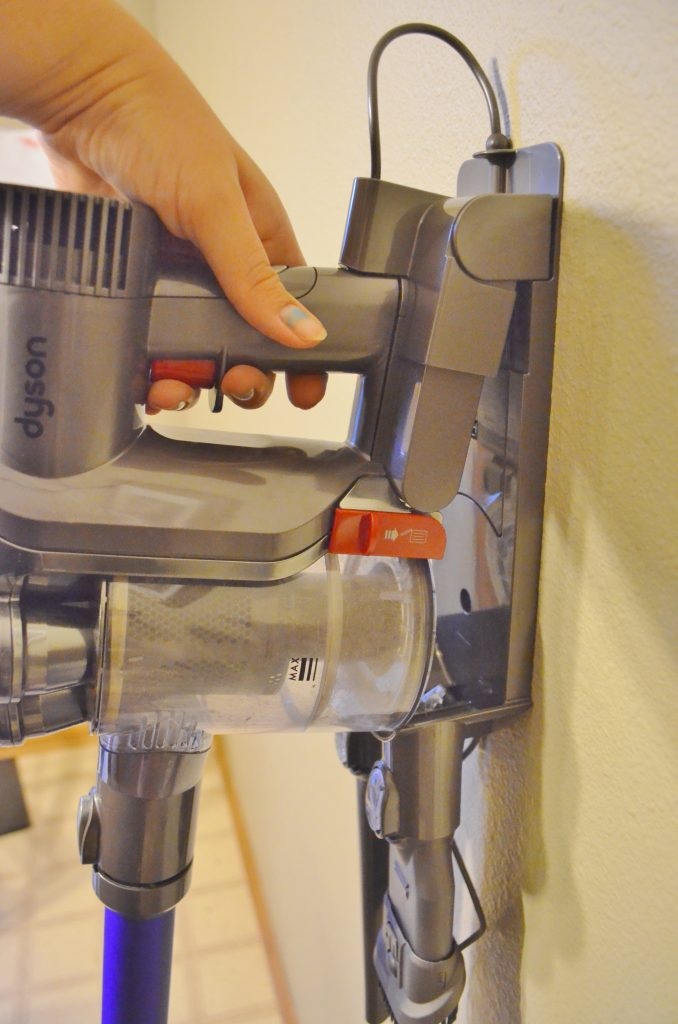 Dyson Dc44 Animal Slim Bagless Handheld Stick Vacuum Review