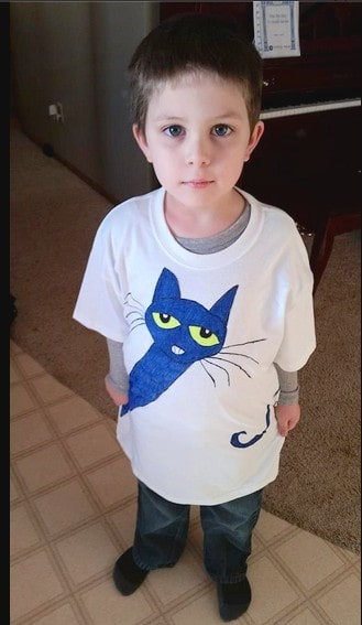 boy wearing diy pete the cat tshirt