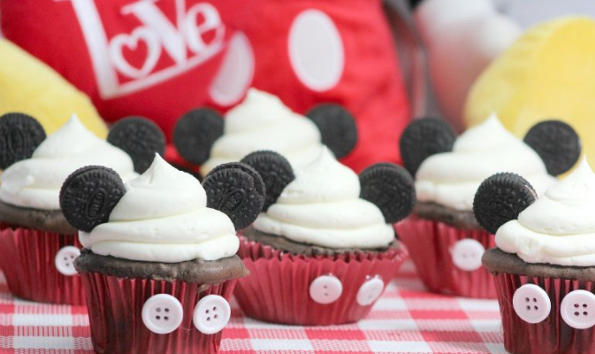 Mickey Mouse cupcakes for Disney party