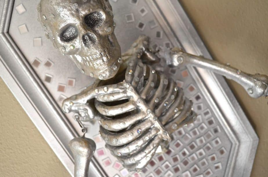 DIY Skeleton Frame Halloween Wall Decor Tutorial