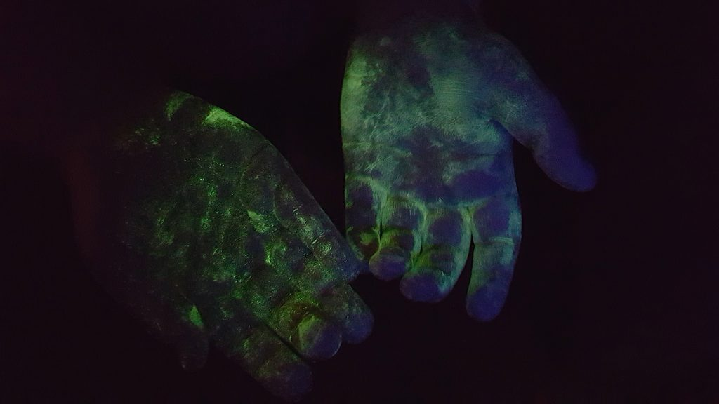 Steve Spangler Science Club glowing hands