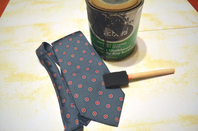 DIY Father's Day Chalkboard Tie Gift