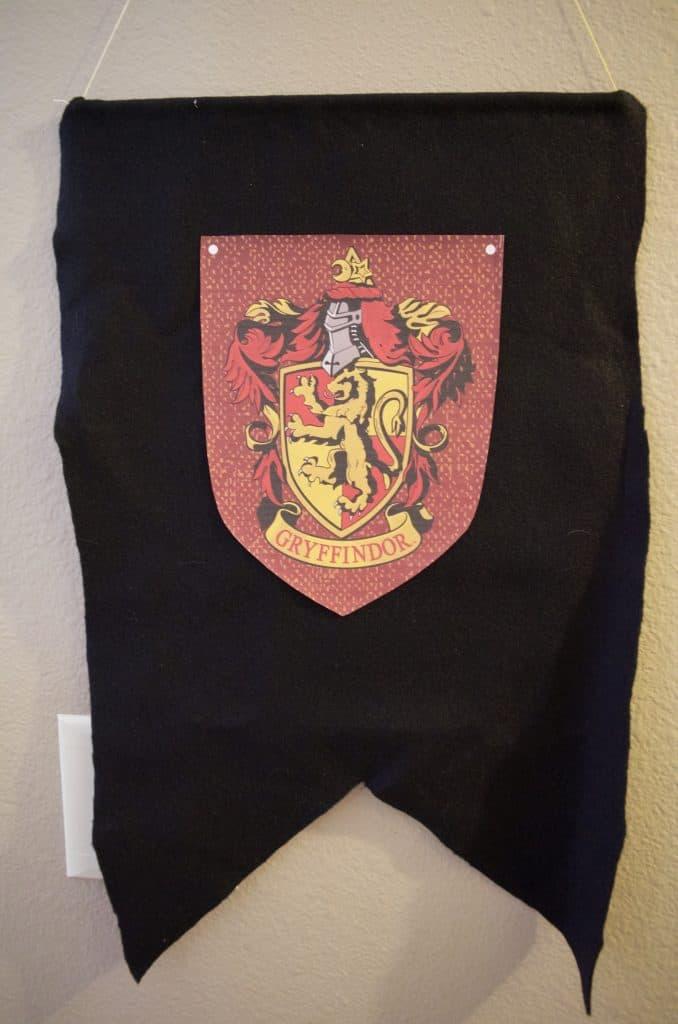 DIY Hogwarts Banner - Gryffindor