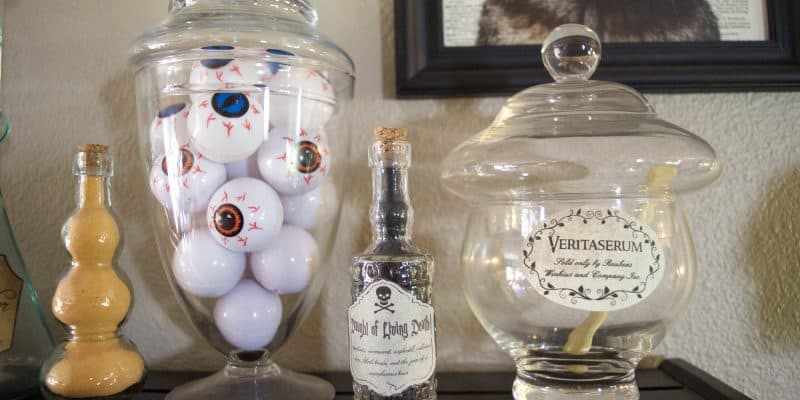 Easy Potion Bottles for Halloween & Harry Potter Decor