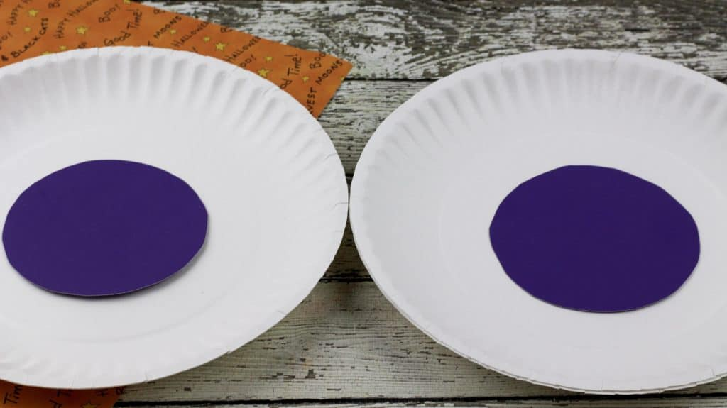 Easy Monster Eyes Paper Plate Craft Glue on Plate