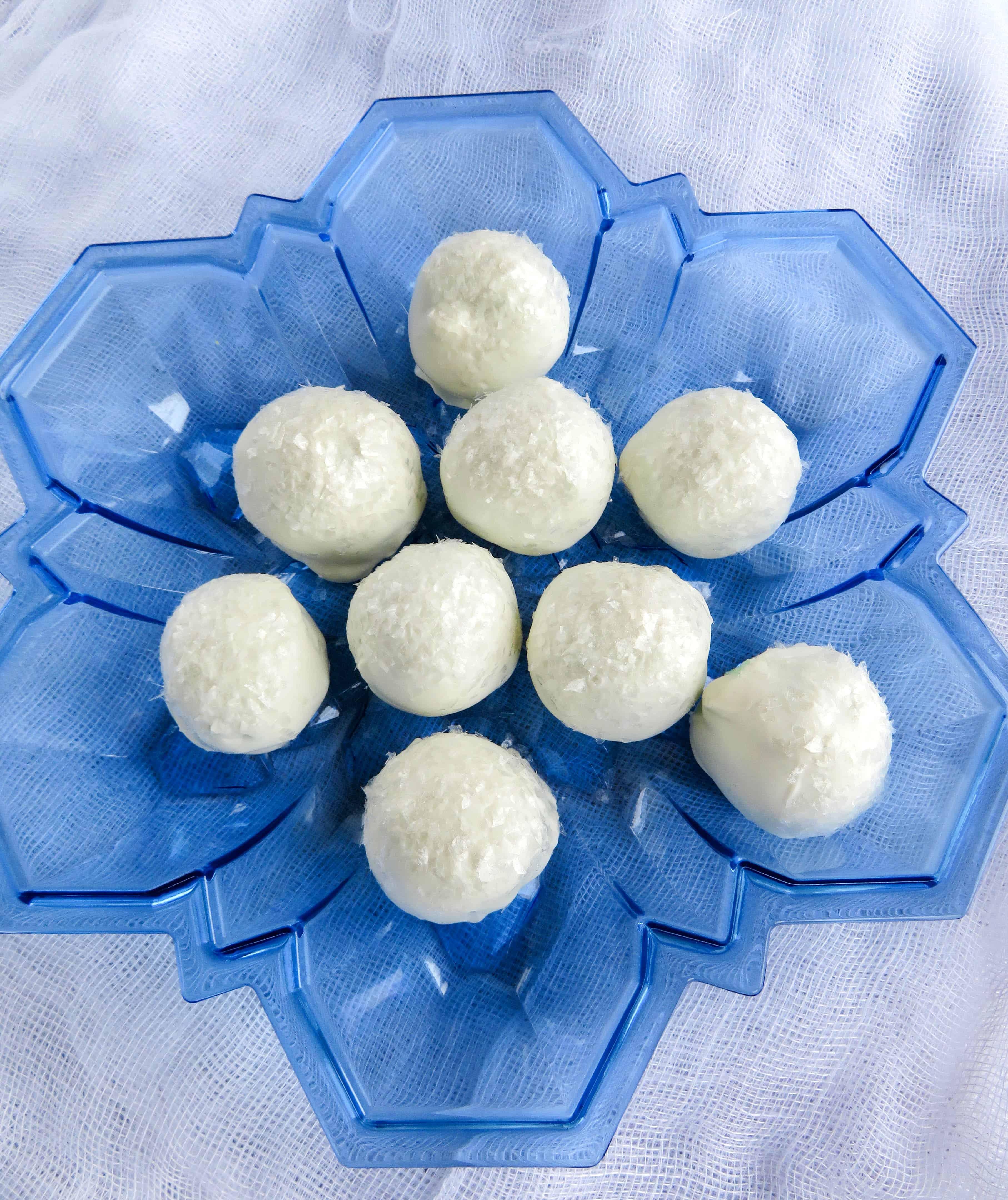 Winter Snowball Cake Pop Recipe : Holiday Party Recipe