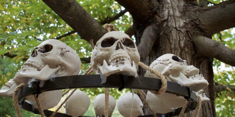 DIY Catacomb Chandelier Halloween Home Decor Tutorial