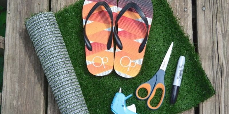 How to Make Your Own Grass Flip Flops Tutorial – Summer Sensory Activity