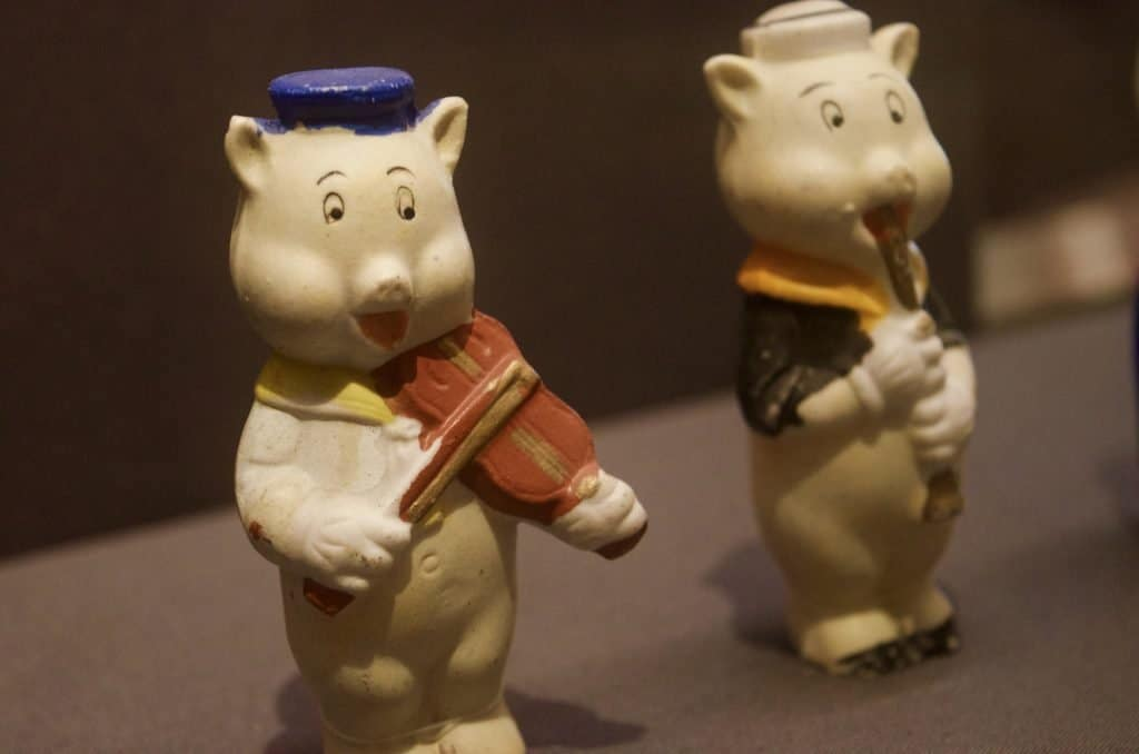 3 Little Pigs ceramic collectables