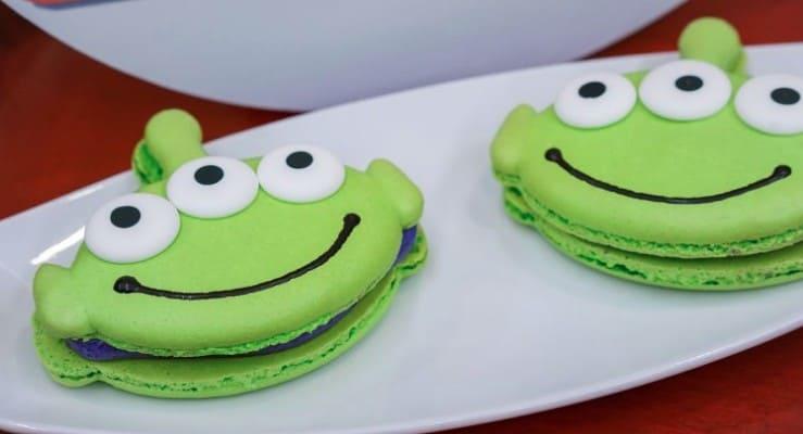 Toy Story green alien macaroon