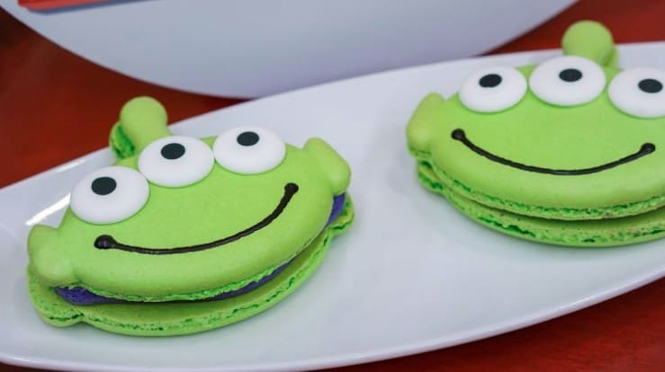 Toy Story green alien macaroon