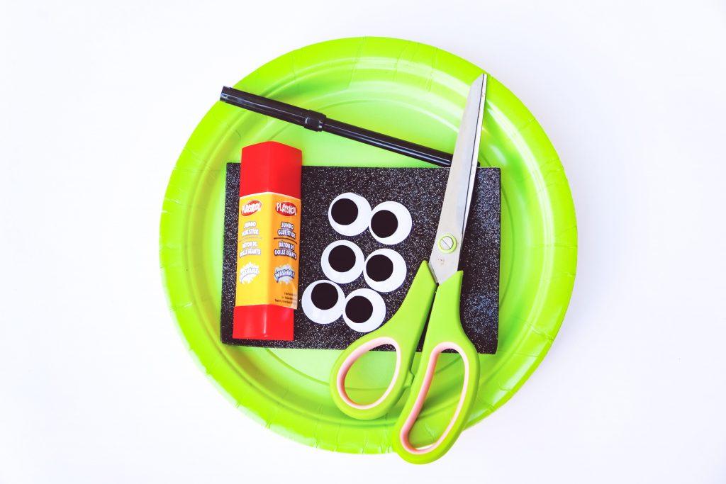 craft supplies for alien paper plate craft