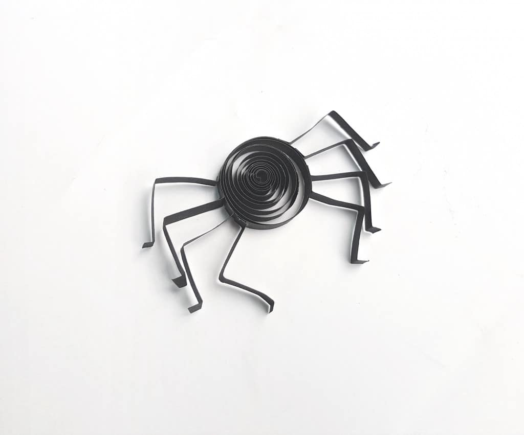 materials for paper quilling a spider